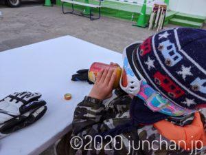 スキー場で息子と小休止