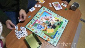 「モノポリー ジュニア」家族4人でプレイ!