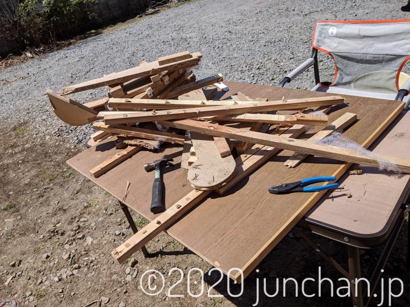 ソファを解体した際に出てきた木材