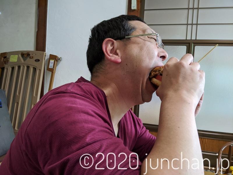 ハンバーガーにかぶりつく!1