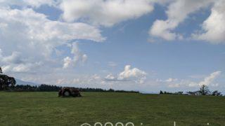 トラクターが映える風景