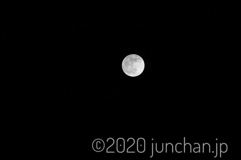部屋から撮影した満月