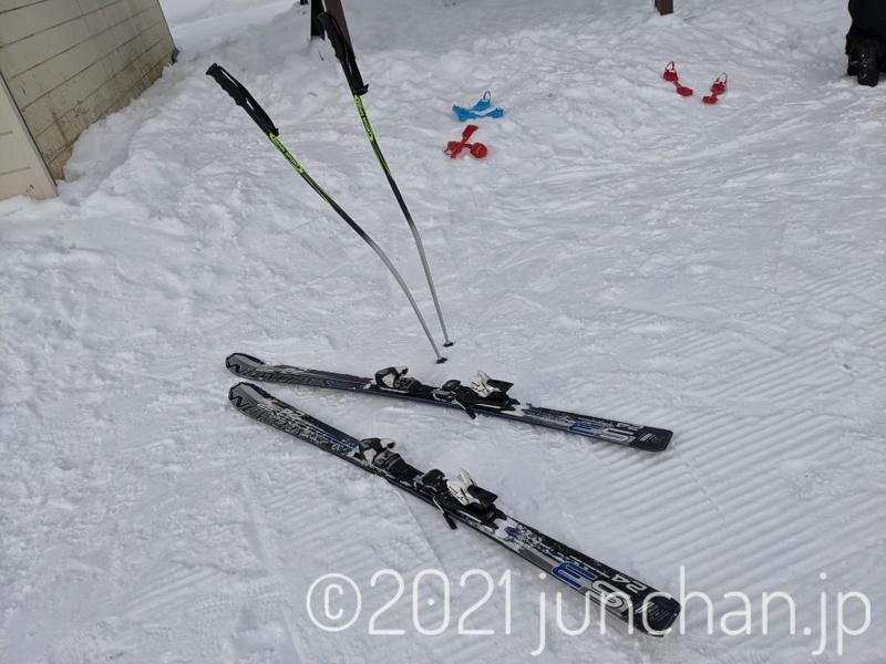 愛用のスキーは8年ものになる