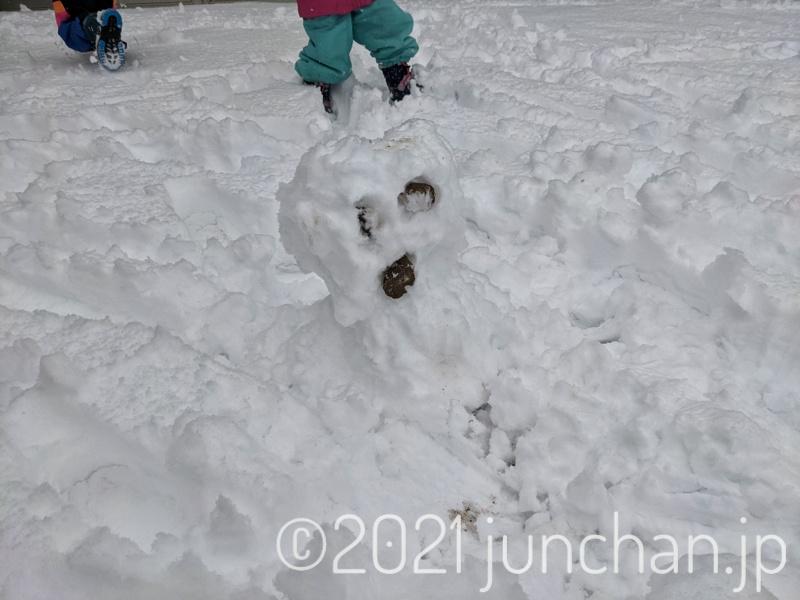 息子が作った雪だるま