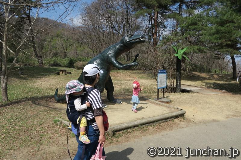 迫力のある恐竜オブジェ