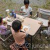 庭でお昼ご飯を食べる
